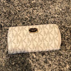 Euc oversized Michael kors wallet